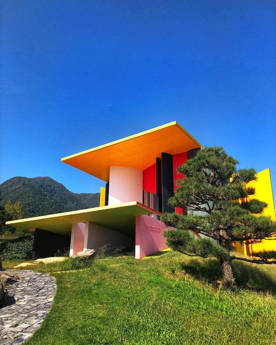 Colors in architecture, between mysticism and symbolism! 1